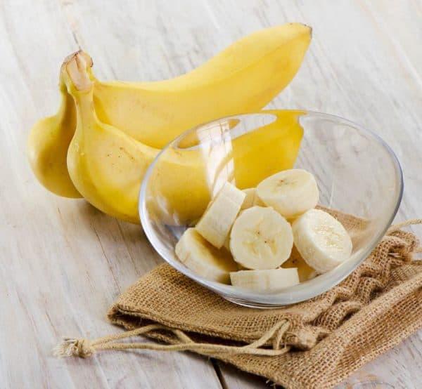 Дольки банана в миске