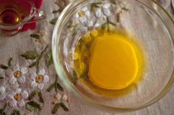 Маска для волос с камфорным маслом и яйцом