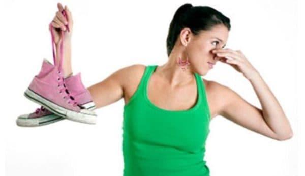 Лечение неприятного запаха от ног