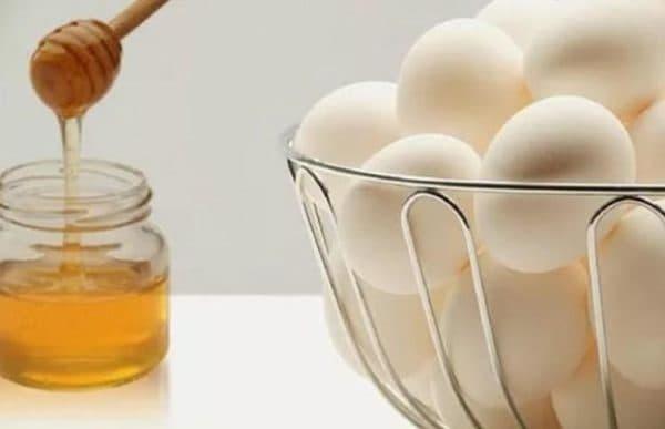 Свежие яйца и мёд для маски для лица