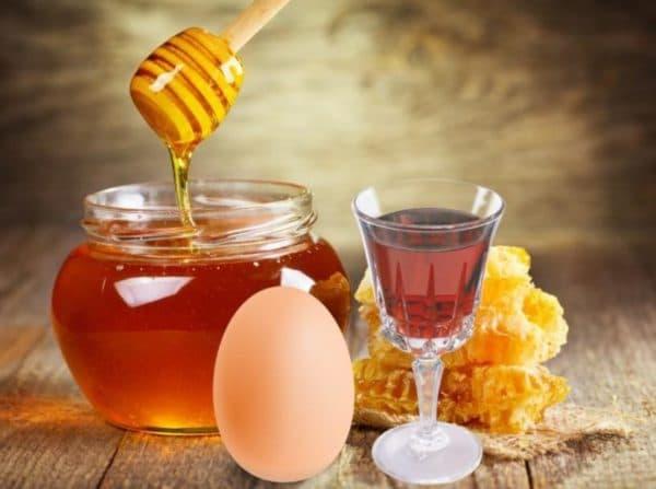 Маска для волос с яйцом, коньяком и мёдом