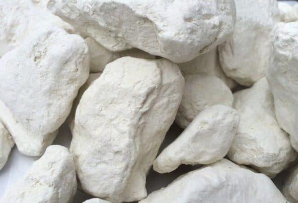 Кусковая белая глина