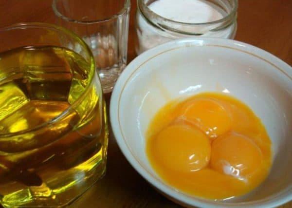 Маска для лица с яичным желтком и оливковым маслом
