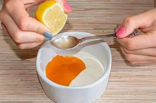 Маска для лица из сметаны, мёда и лимона