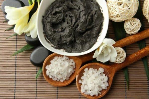 Черная глина в косметике для лица