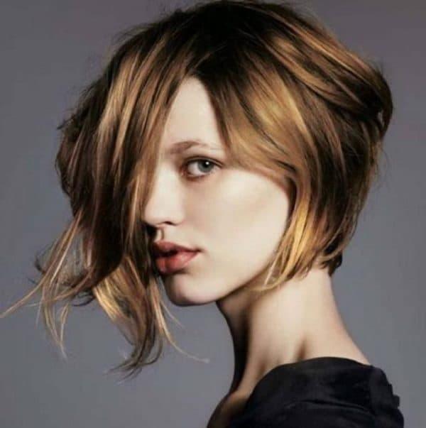 Шатуш на коротких темных волосах