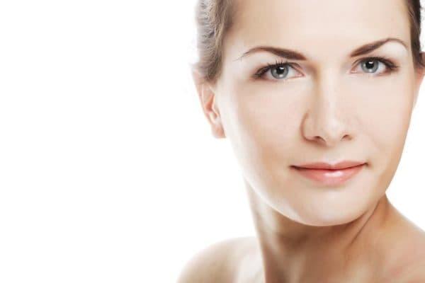 Сияющая кожа лица после нанесения крема