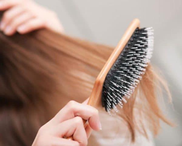 Неправильное расчесывание нарощенных волос