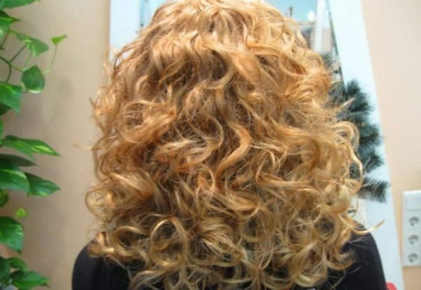 Биозавивка волос крупными локонами